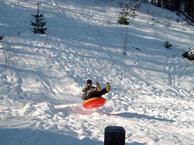 snow-tubing-93024_640
