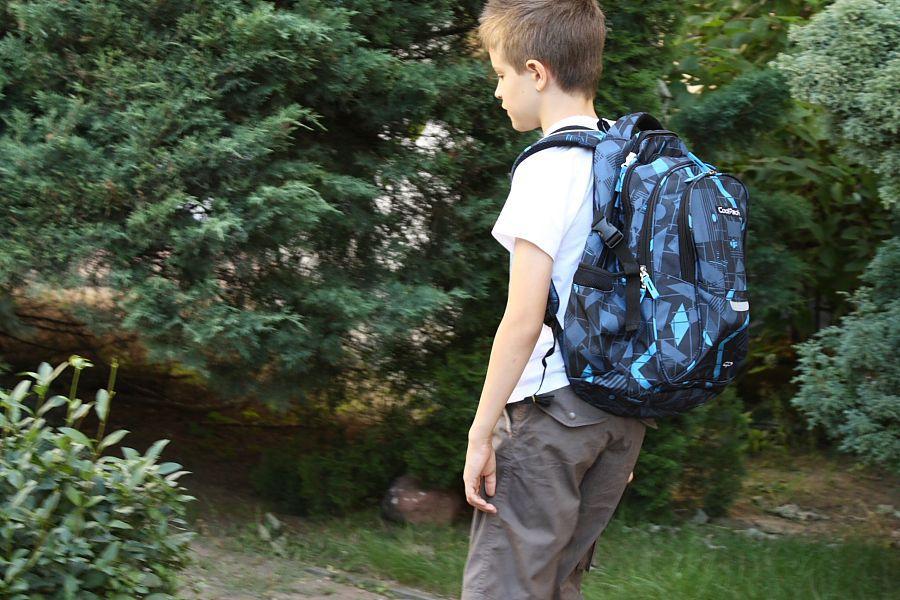 c73c8bbe17342 To jest naprawdę pakowny plecak (29 litrów pojemności) – ma cztery różnej  wielkości komory plus boczne kieszenie. Nasz testowy zestaw podręczników,  ...