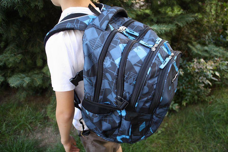 cd10c2af0462e Po rozpięciu bocznych klamer plecak rozwija swoją pełną wielkość