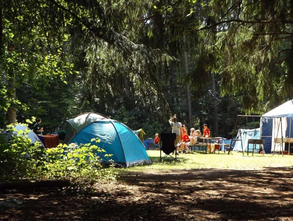 camp-1163419_1280
